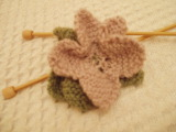Knitted_flower_brooch
